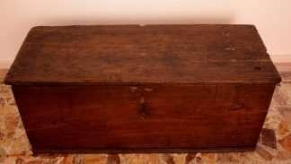 Coffre de bois de châtaignier massif, artisanat, Cilento, Italie du Sud, 19ème siècle