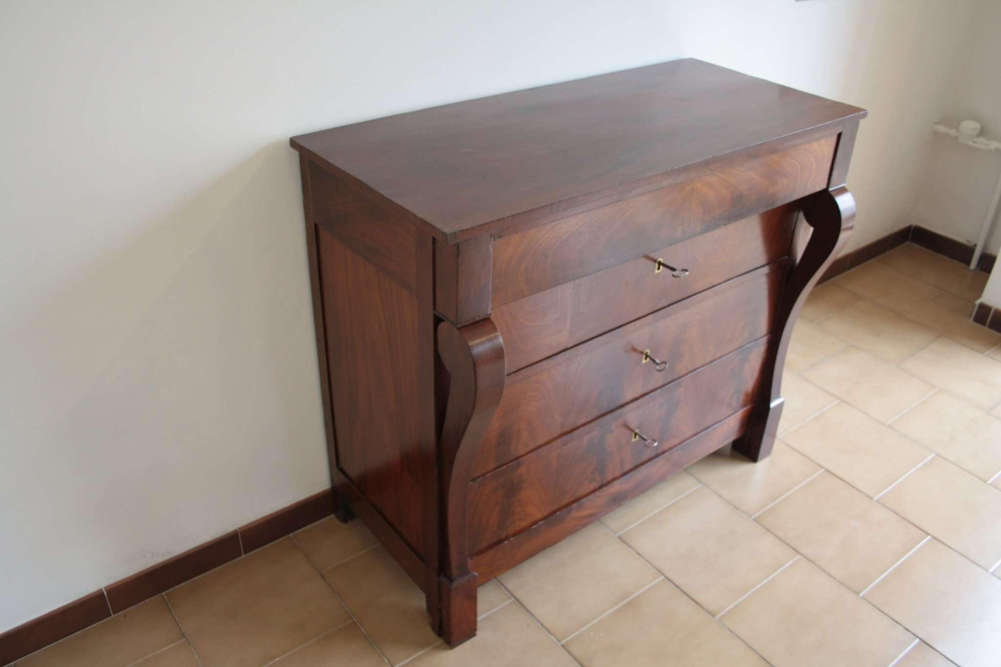 dresser dans le style second empire d but du xxe si cle du nord italy. Black Bedroom Furniture Sets. Home Design Ideas